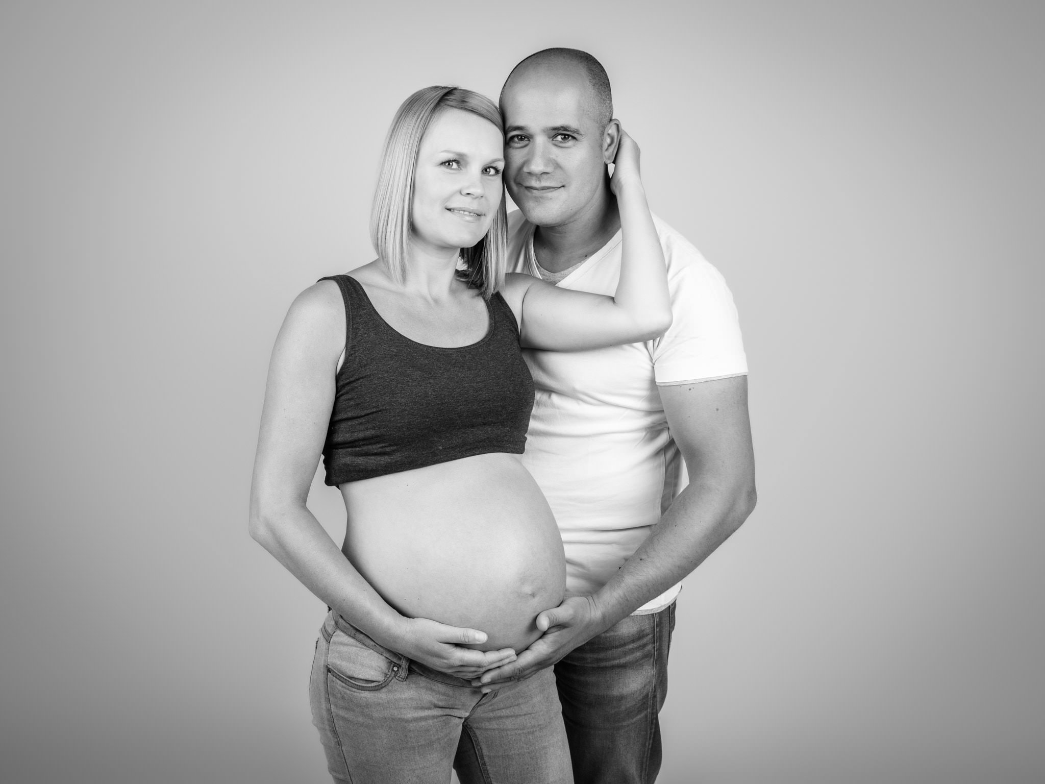 Zwangerschapsfotoshoot in studio arnhem dikke buik fotografie 03